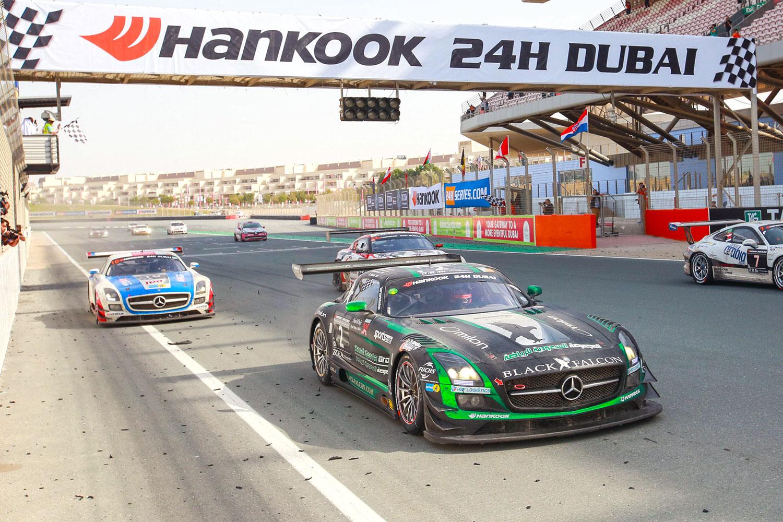 Zieleinlauf der 24h Dubai 2015 (Foto: 24h Series)
