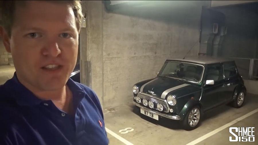 Tim Burton aka Shmee150 bei einem seiner neuesten Videos. Im Hintergrund sein Mini Cooper. (Screenshot Youtube/Shmee150)