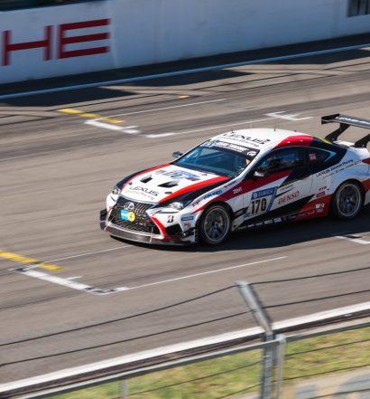 Der Lexus RC 200t auf dem Weg zum zweiten Rang in der SP3-T (Foto: Toyota/Lexus)
