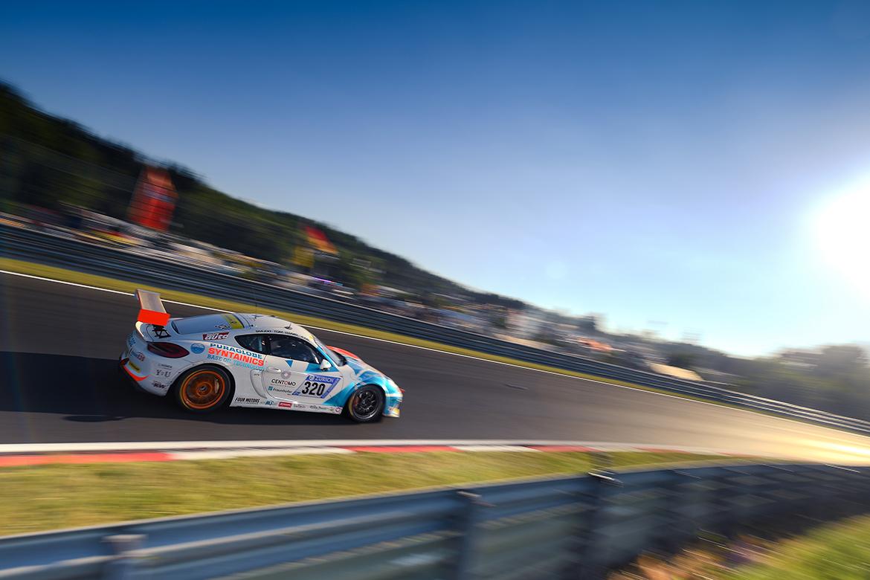 """Care For Climate, von Löwis/""""Smudo""""/Schellhaas/Duffner - Porsche Cayman GT4 (Foto: Porsche)"""