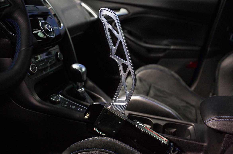 Da blockieren direkt die Hinterräder: Ford Performance Drift Stick für den Ford Focus RS Mk3 (Foto: Ford)