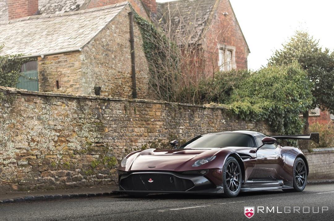 Aston Martin Vulcan mit Straßenzulassung (Foto: RML Group)