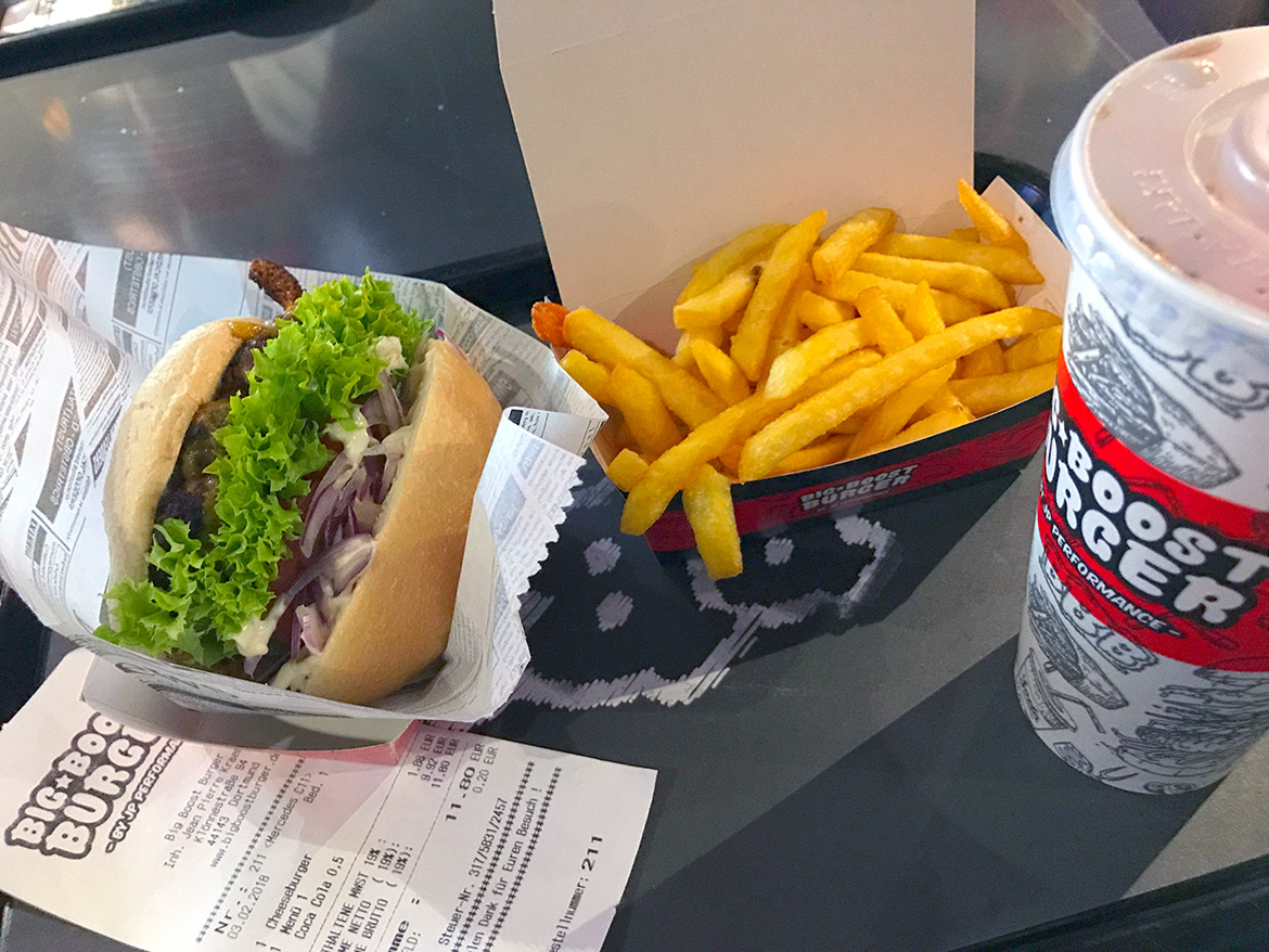Leckerer Big Boost Burger bei JP Performance