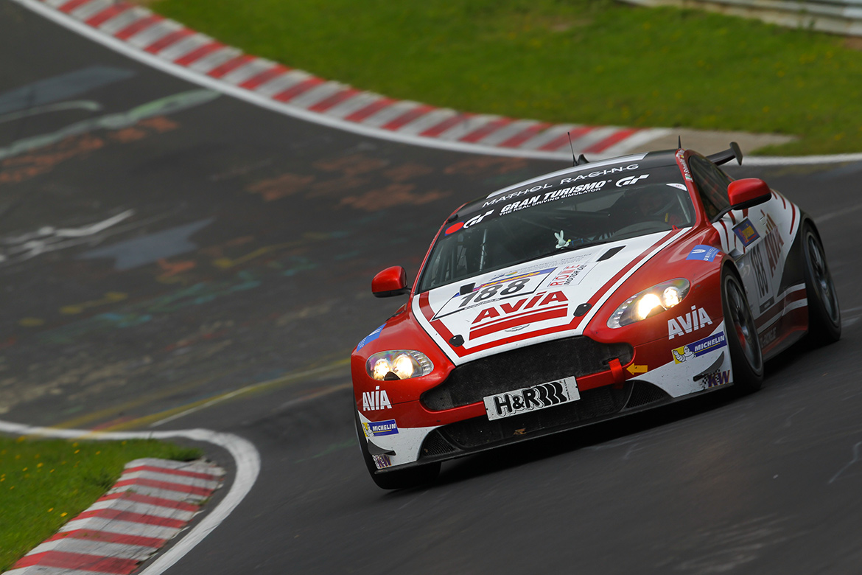 Domenico Solombrino im Aston Martin Vantage V8 GT4 von Mathol Racing (Foto: Jan Brucke/VLN)