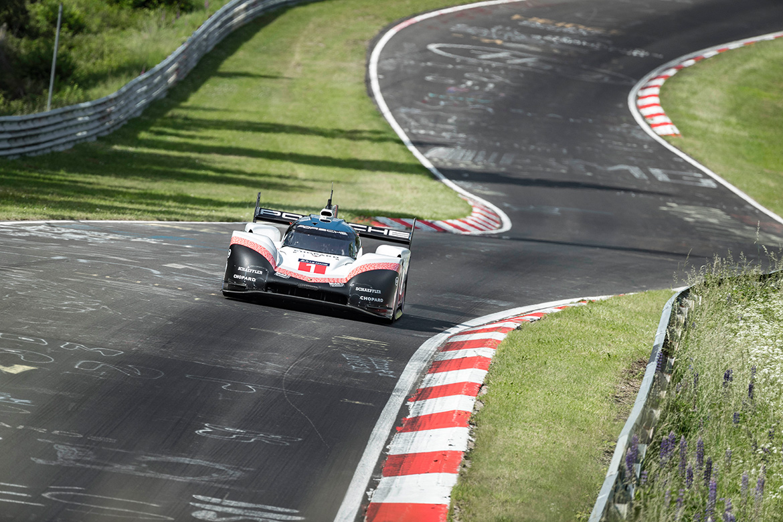 Neuer Rundenrekord auf der Nordschleife: Timo Bernhard - Porsche 919 Hybrid (Foto: Porsche)