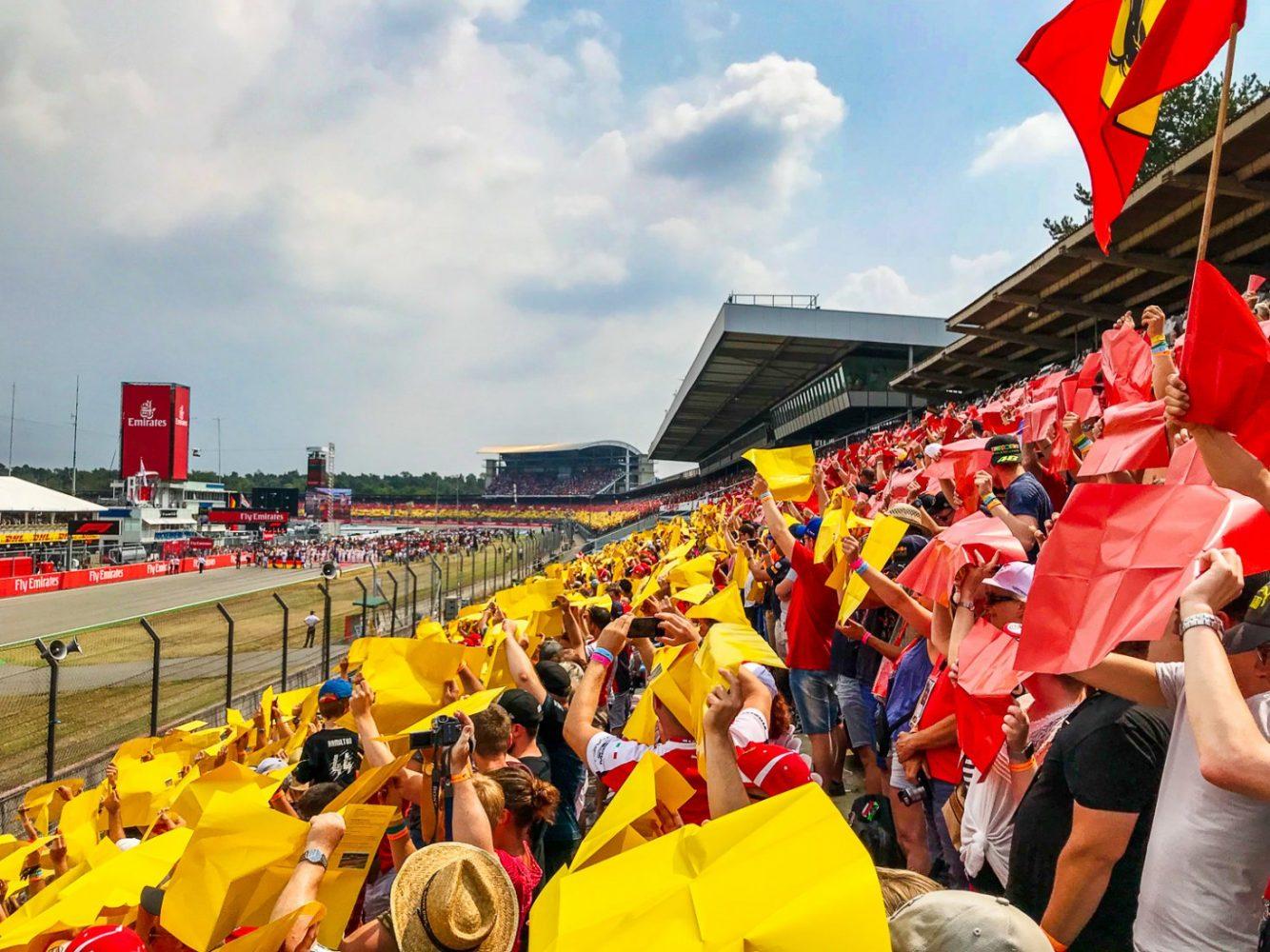 Startaufstellung und Flaggen-Choreografie beim Formula 1 Grand Prix Deutschland 2018