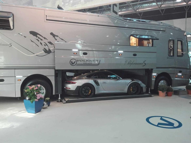Volkner Mobil Performance S beladen mit Porsche 911 GT2 RS (Foto: reddit/u/schepp)