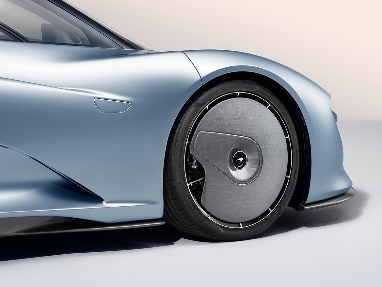 """""""Radkappen"""" für bessere Aerodynamik der Vorderräder des McLaren Speedtail (Foto: McLaren)"""