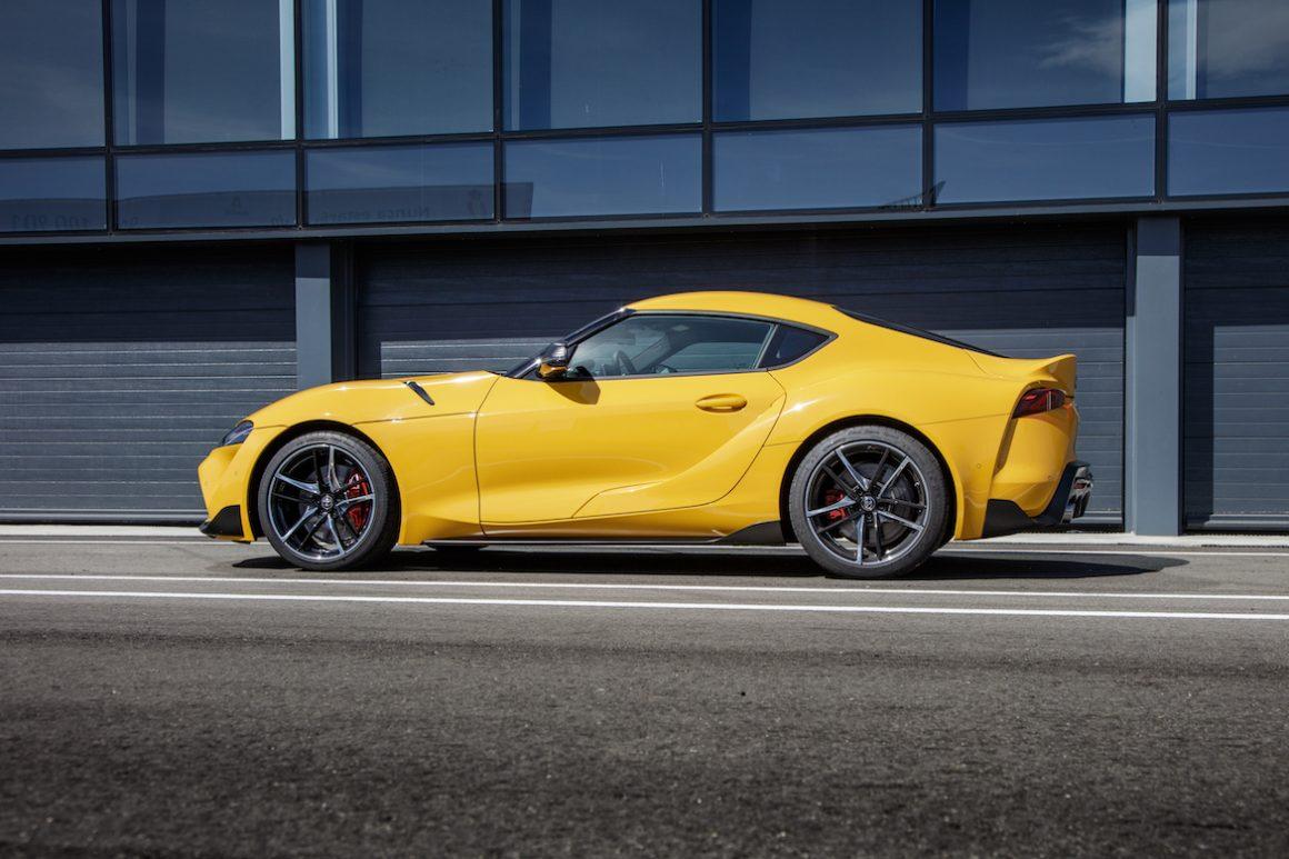 Gar nicht so schlecht der BMW: Goldenes Lenkrad für Toyota Supra